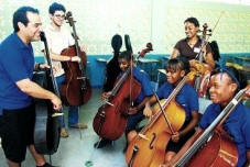 Group cello lesson by Isaac Casal